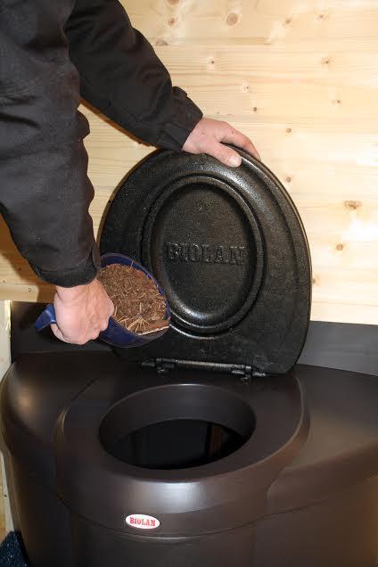 Rajouter de litière pour toilette sèche BIOLAN Populett