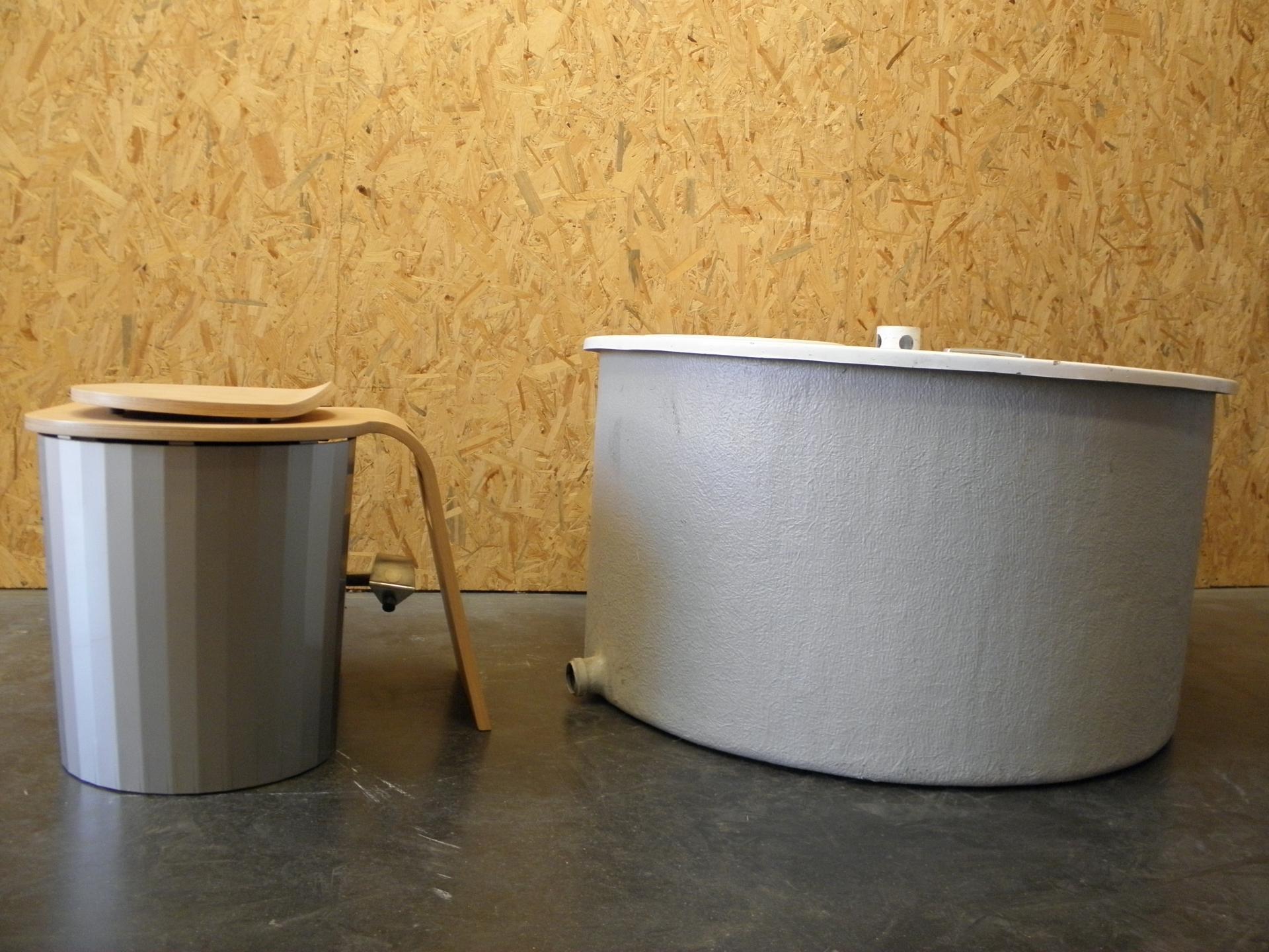 Composteur pour les toilettes sèches en général
